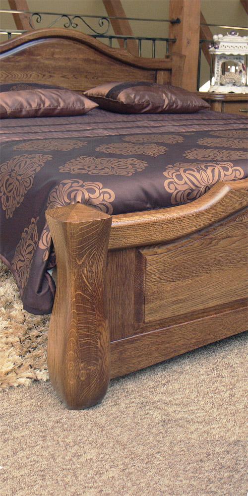 dębowe łóżko
