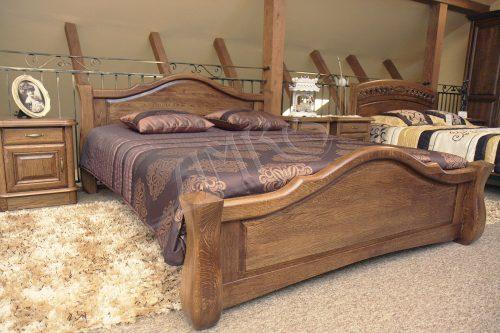 przykład sypialni drewnianej z łóżkiem dębowym stylowa